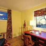 Office in the Little Crooked House with a view on Lake Temiskaming / Bureau avec vue sur le lac dans la petite maison croche des Suites des Présidents