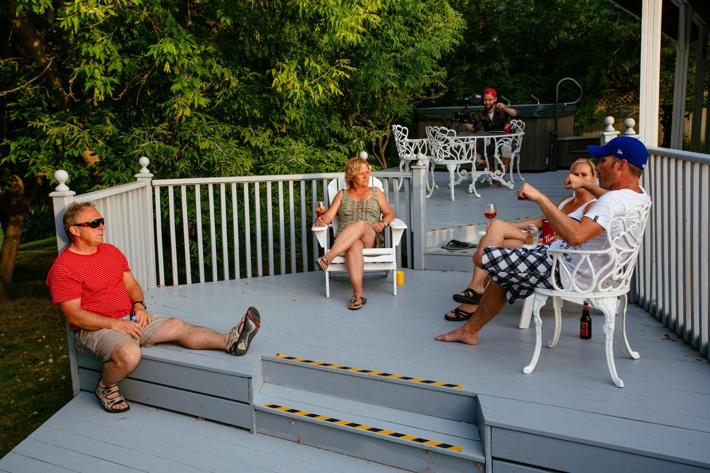 A moment of relaxation on the back patio go the Lumber Baron's house / Un moment de repos sur le patio arrière de la Maison des barons forestiers.