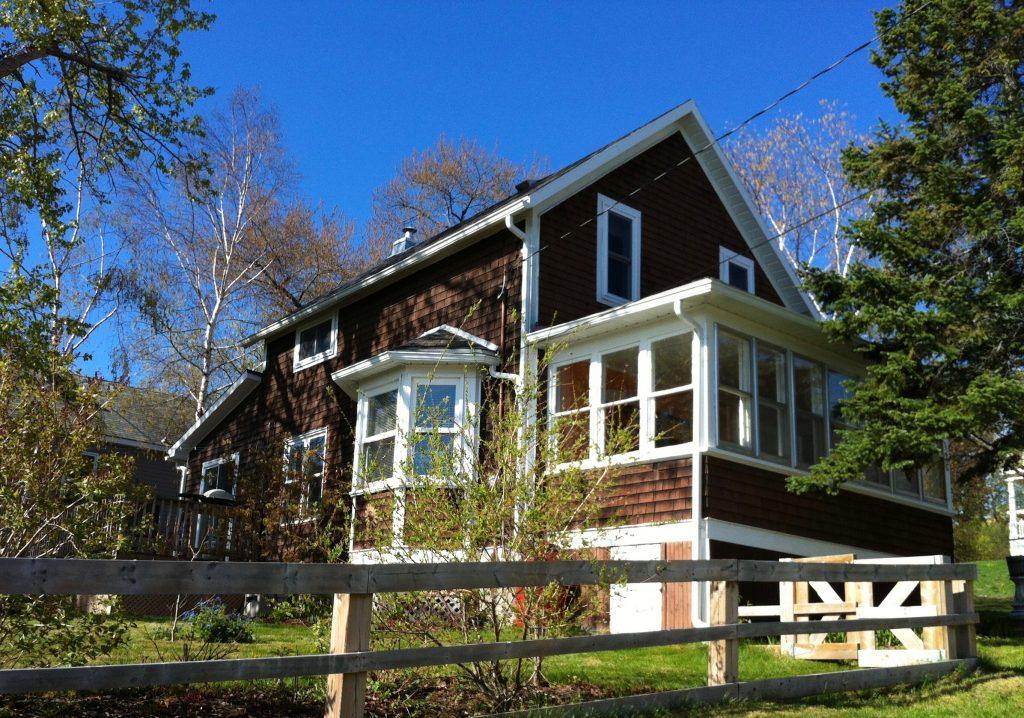 The Presidents' Suites Cottage in Haileybury / Le Chalet des Suites des Présidents à Temiskaming Shores